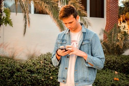 milennial-texting